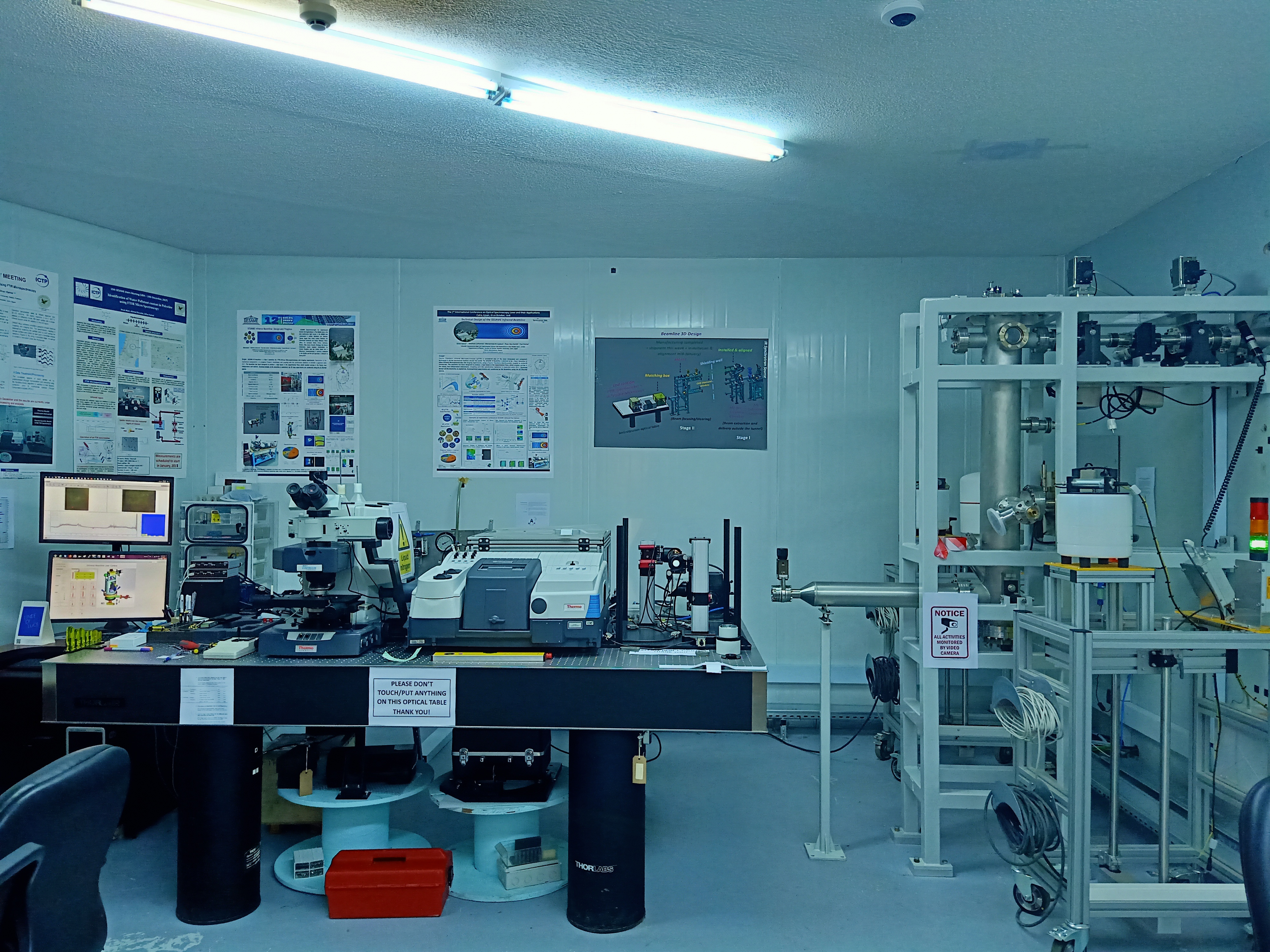 The end station is equipped with 8700 Thermo Scientific© FTIR spectrometer coupled with Thermo Scientific © Nicolet Continuuμ IR-microscope.